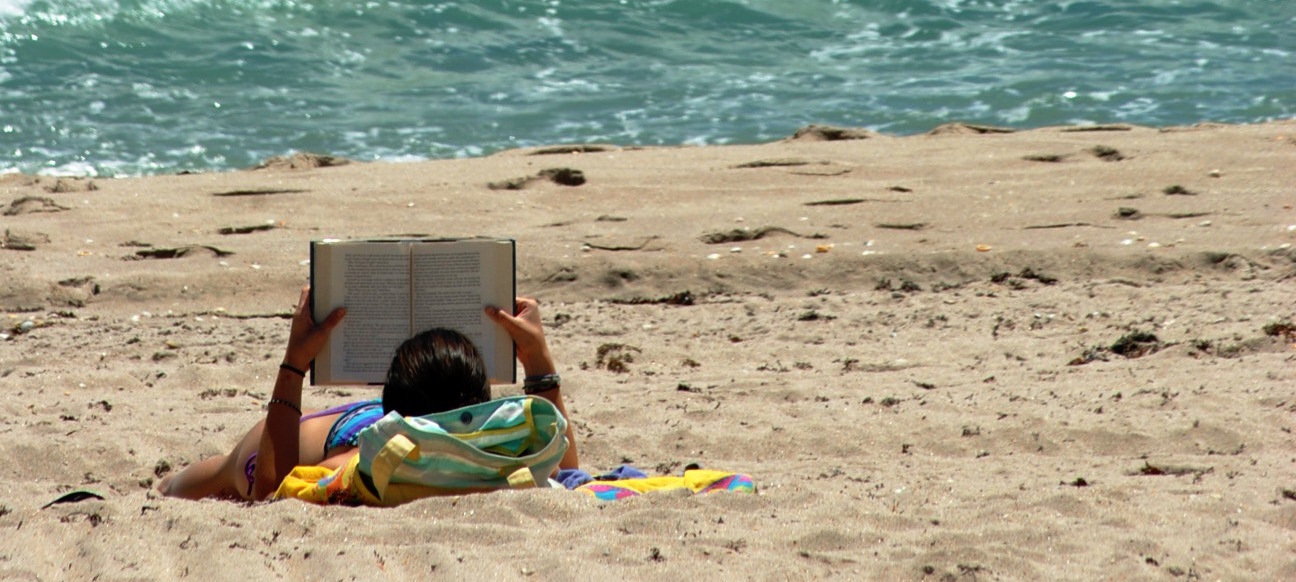 reading_on_the_beach