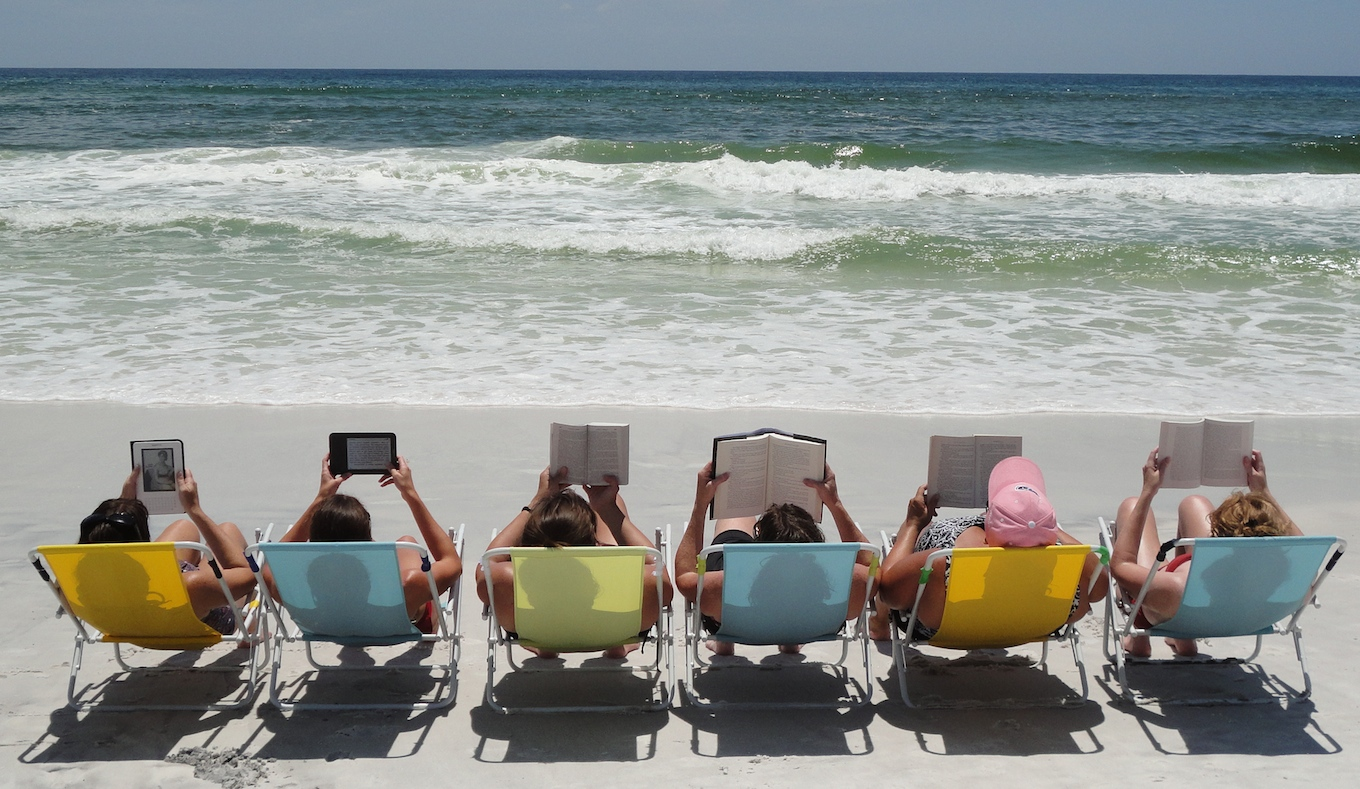 reading-at-the-beach